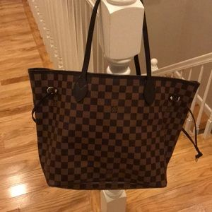 Gorgeous, Authentic Louis Vuitton Neverfull MM